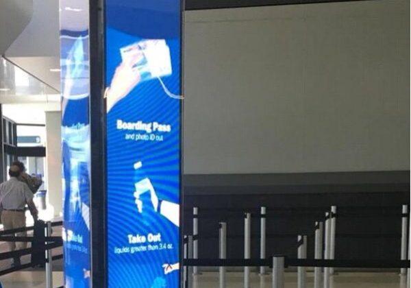 מסכי לד טוטם – תלת צלעות המקרין לשלושה כיוונים – שדה תעופה סן פרנסיסקו